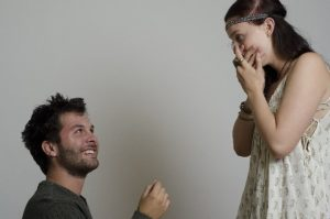 s-プロポーズ驚く女性