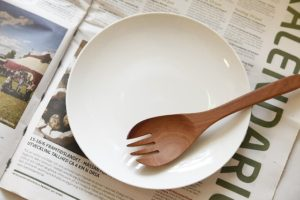 s-食器と新聞
